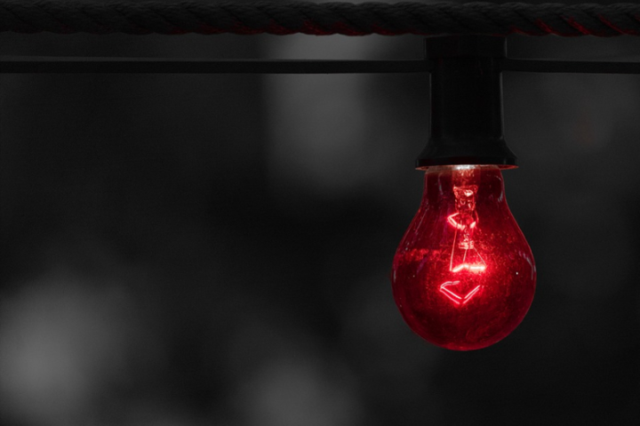 article-red-light-bulb-800x533