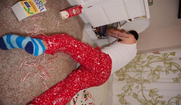 nauseating_holiday_pants_8 (Small)